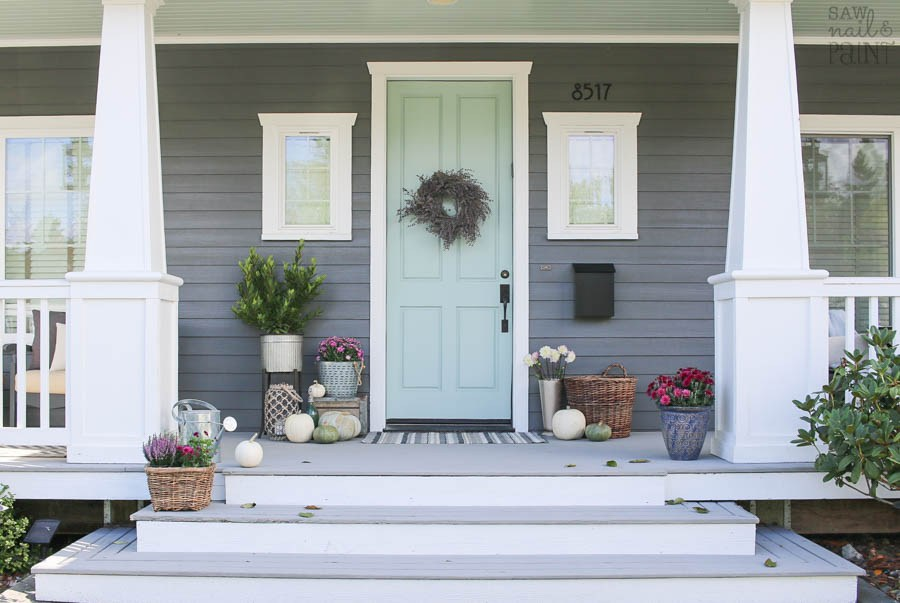 how to decorate the front porch for the holidays - freshome.com