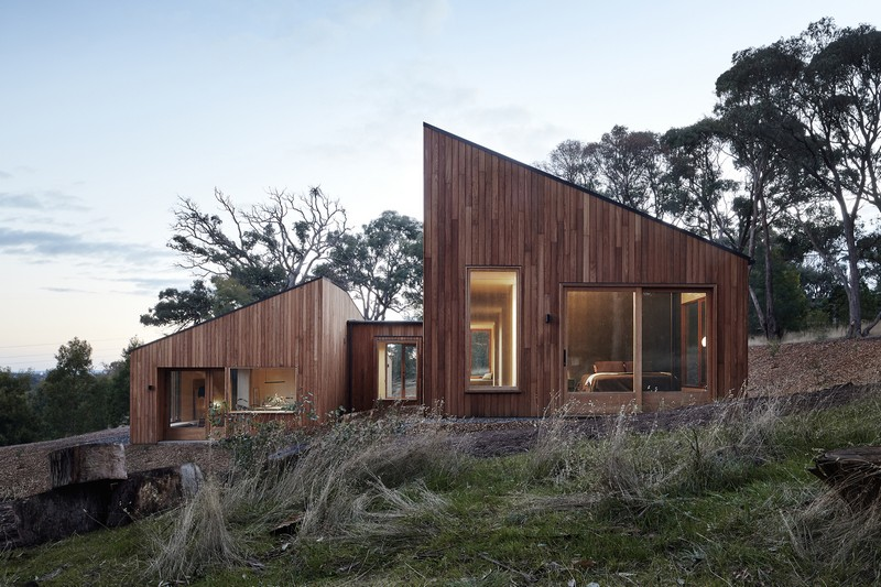 'Two Halves' Residence in Australia Ensures Both Privacy and Connection