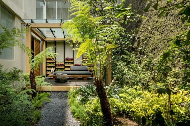 Garden House in Mexico Welcomes Nature and Contemplation