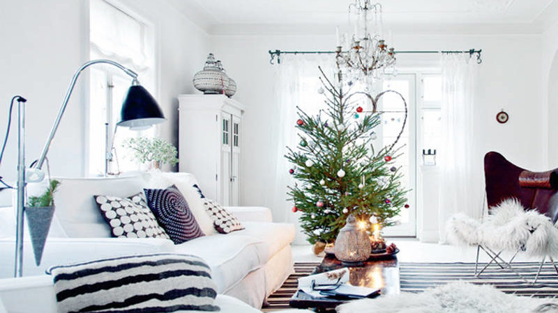 Decorating with Black and White for the Holidays