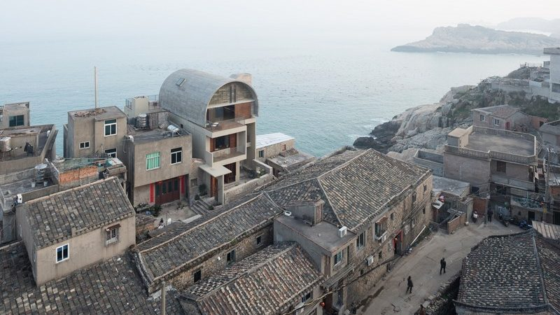 Captain's House in China Merges With Seaside Cliffs