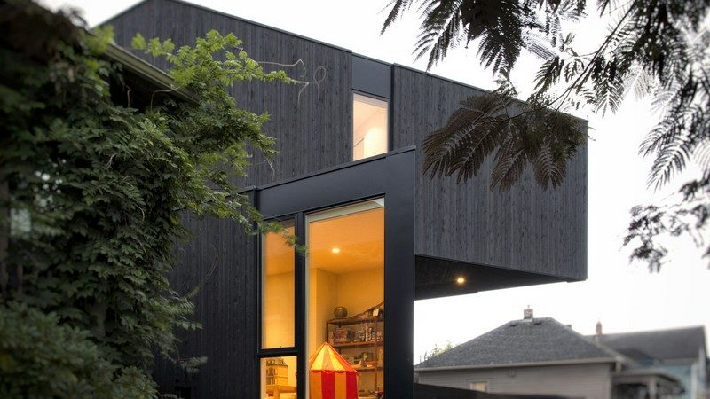 Modular 4-Bedroom House in Portland Assembled in One Day