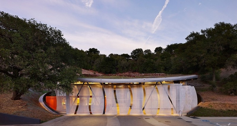 Complex Winery Design Features Green Roof, Sliding Screens