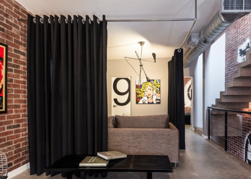 For A Sleek Fabric Room Divider Hang Curtain Featuring Large Metal Grommets From Simple Chrome Bar Mounted On The Ceiling Image Podio Arquitectura