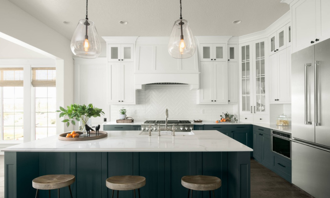 Here S How To Get In On The Two Toned Kitchen Cabinet Trend