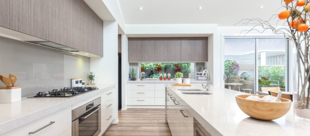 Everything You Need to Know About the Two-Toned Kitchen Cabinet Trend