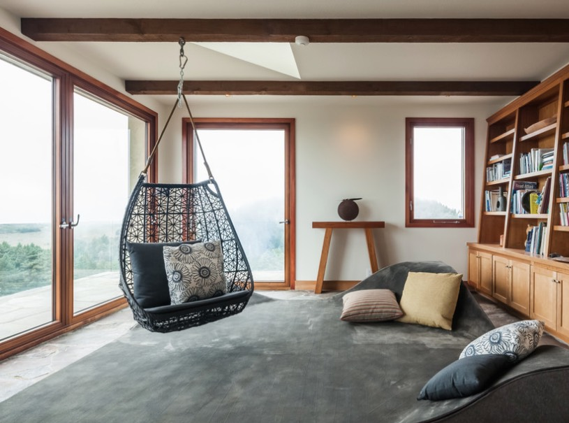 Hanging Chairs And Swinging Beds