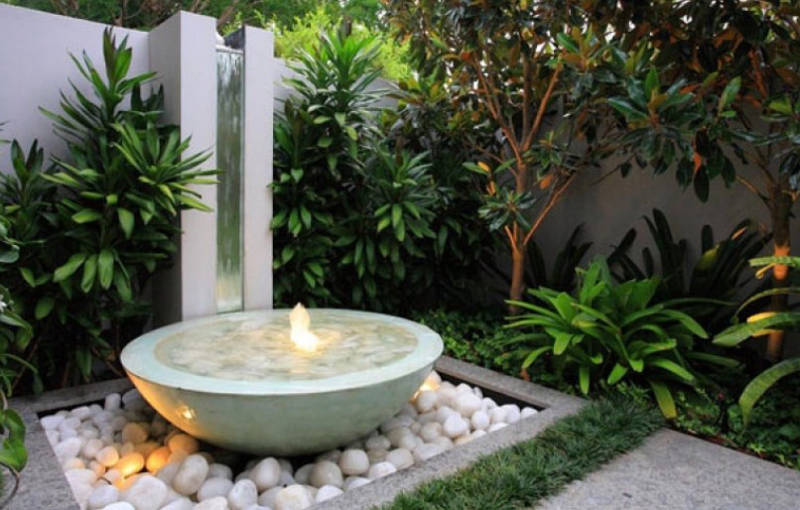 Small Submersible Lights Add Drama To Your Water Feature Image Sunset Magazine
