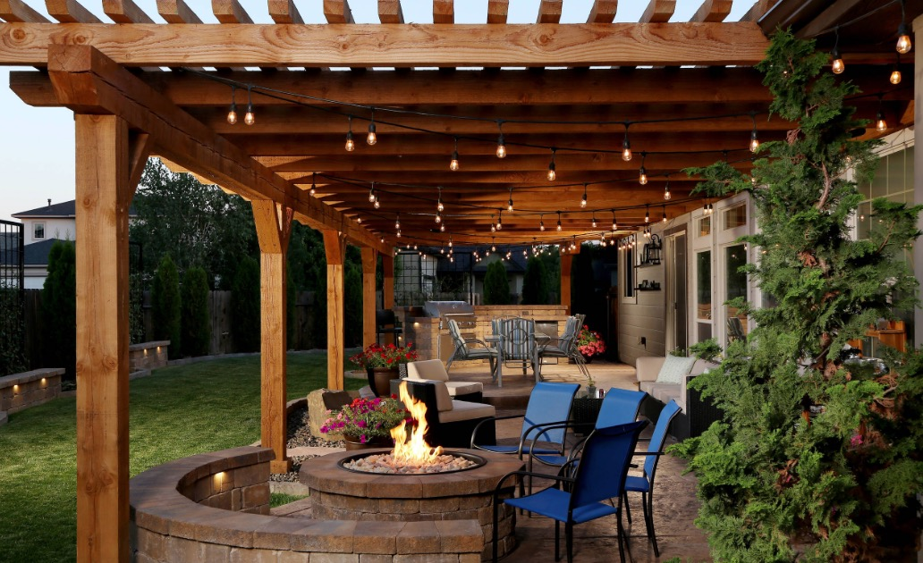 If You Want A Middle Ground Between Indoor And Outdoor Living Think About Adding Pergola Image Yardscapes Northwest