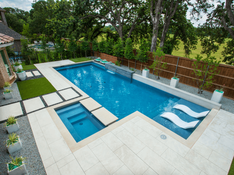 4 Pool Features You\'ll Want for Summer 2018 | Freshome