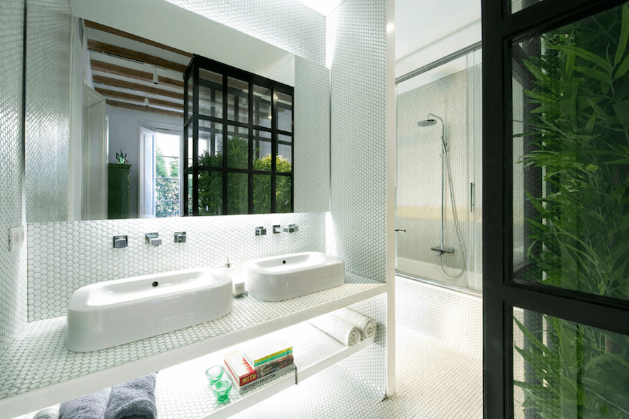 15 Bathrooms That Will Make You Fall in Love With Penny Tile