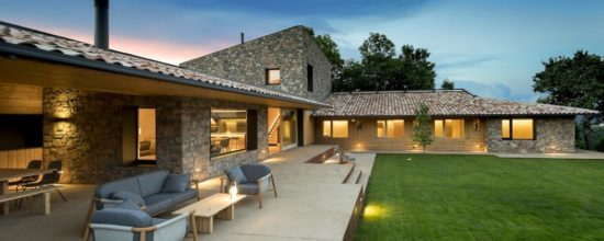 Traditional House in Spain Incorporates a Contemporary Layout