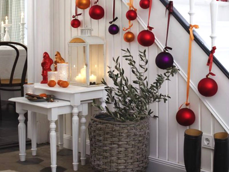 christmas decorations for banister