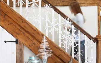 25 Ideas for Christmas Decorations for Stairs
