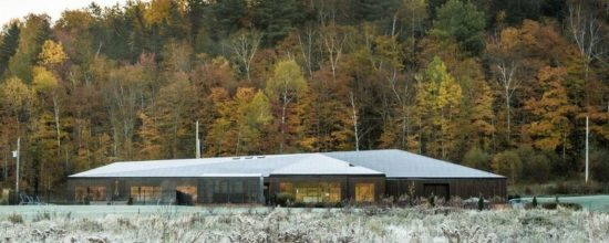 Six-Bedroom Residence in Canada Opens Up to Gorgeous Views
