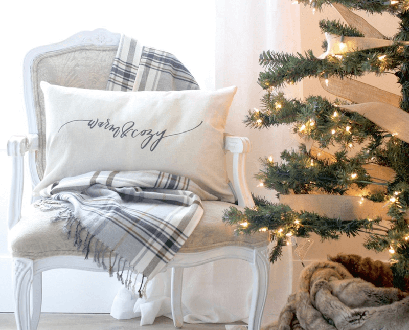 keep pets away from holiday decor 1