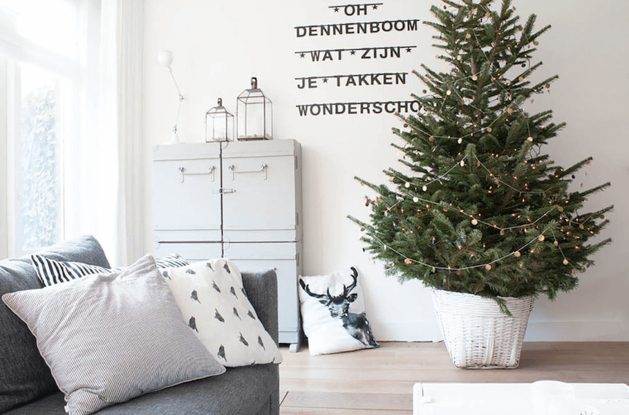 keep pets away from holiday decor 2