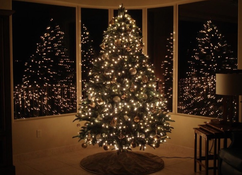 Here S How To Light A Christmas Tree Like A Pro In 10 Steps Freshome