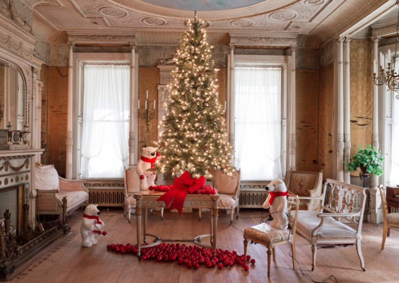 Here's How To Light A Christmas Tree Like A Pro – In 10