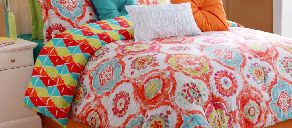 How to Decorate With Living Coral – Pantone's 2019 Color of the Year