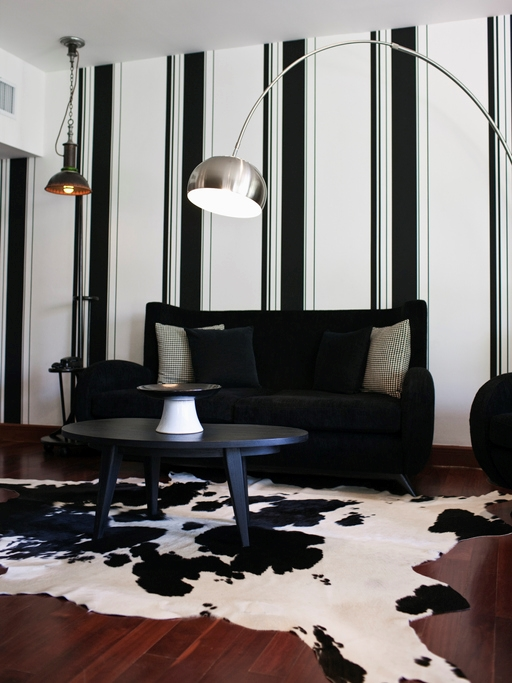 Rug accents the dramatic design