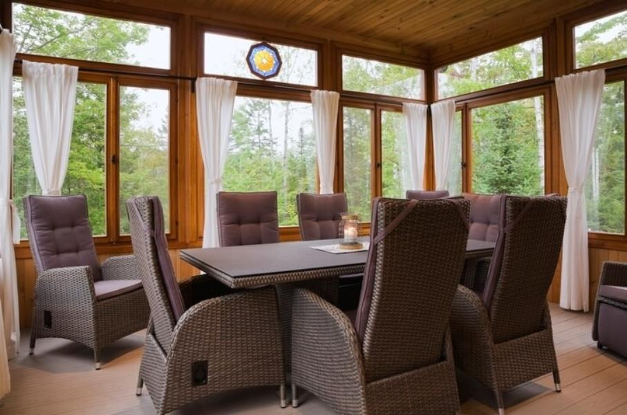 Sunroom natural finishes