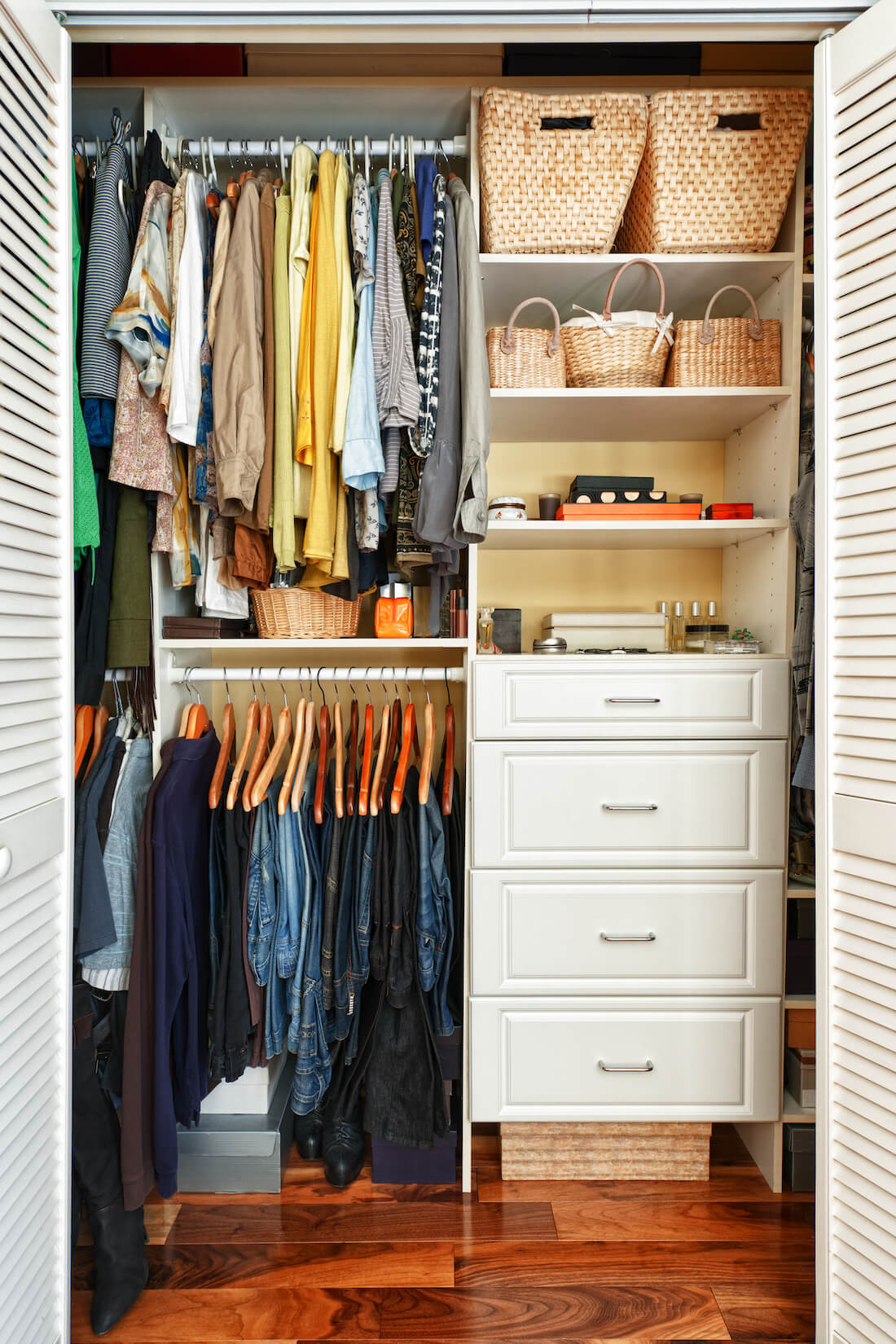 Walk-in Closets Drawers Style