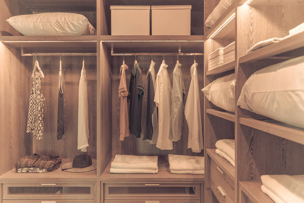 Walk-in Closets Shelving Style