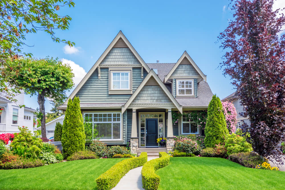 Use These 4 Fresh Curb Appeal Ideas To Get Your Home Ready for the Spring Market