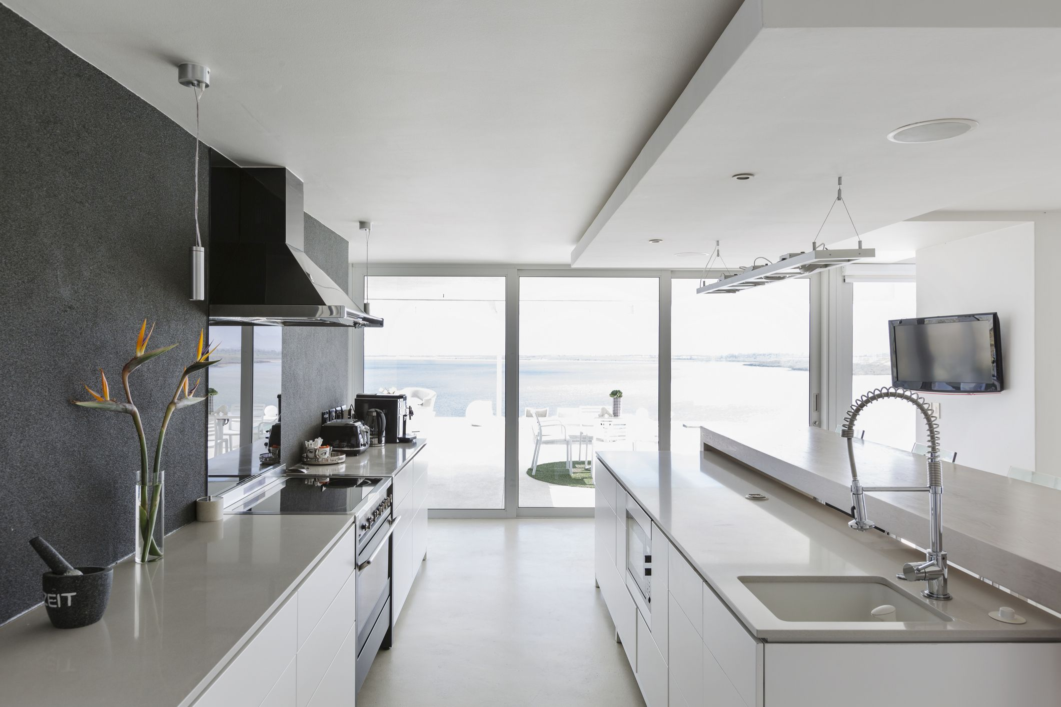 Freshome.com & Galley Kitchens: Pros Cons and Tips | Freshome.com