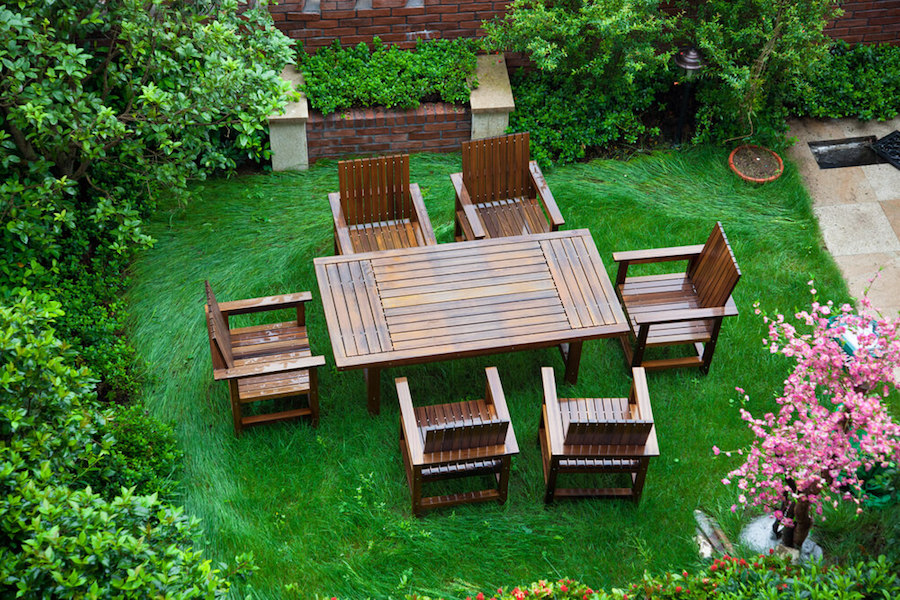Small Yard Green Space Table Area